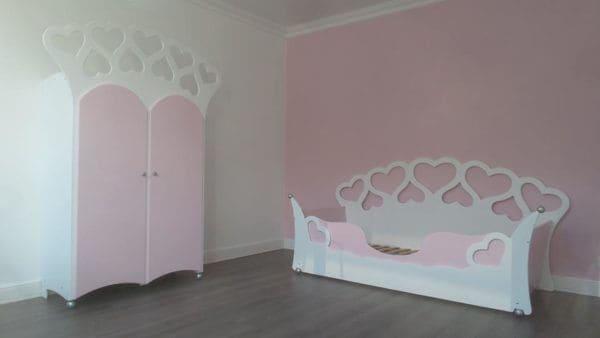 Kinderkamer met hartjes, kinderbed hartjesbed 90x200 cm en kinderkast met hartjes