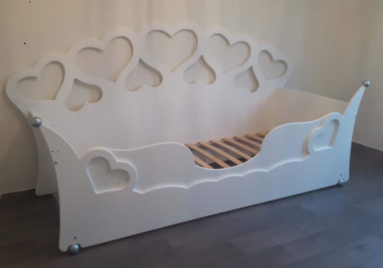 Kinderbed meisjesbed aanbieding wit met zilveren bolletjes 90x200 cm