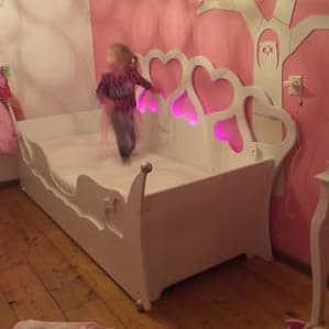Kinderbed meisjesbed met hartjes 90x200 cm wit