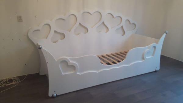 kinderbed hartjesbedbank 90x200 cm wit met zilver