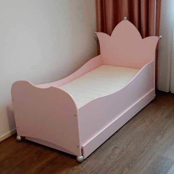 Nieuw in kinderbedden: meisjesbed met kroon, met lade maat 70x150, roze