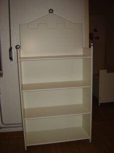 Een mooie boekenkast voor in de kinderkamer kasteel jongensbed