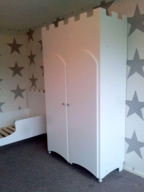 Kinderkast kasteel twee-deurs voor een moderne kinderkamer