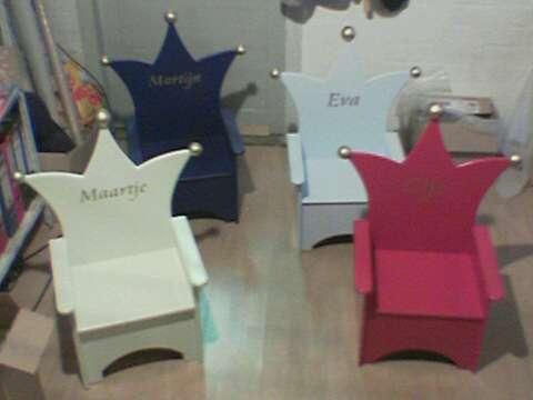 Kinderstoeltjes verschillende kleuren voor meisjes en jongens