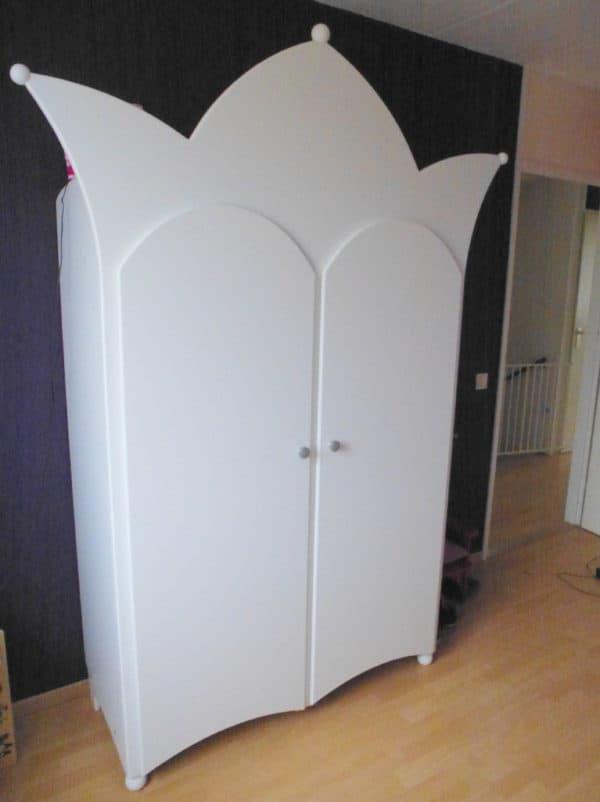 #9 kinderkast twee-deurs kroonkast wit met witte deurtjes