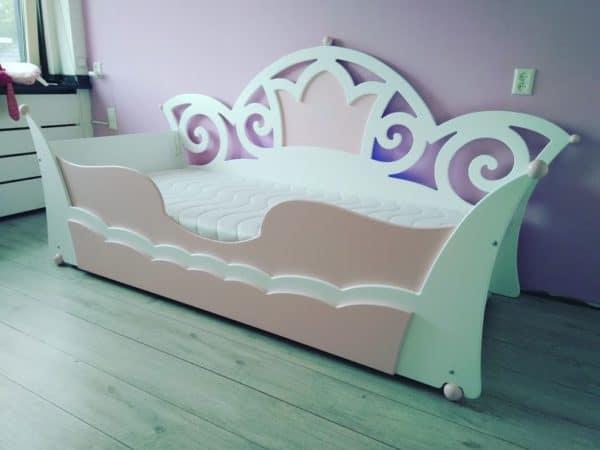 Handgemaakte kinderkamers: wildkidzz prinsessenbed 90x200 cm wit met roze