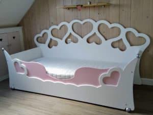 Meisjesbed van wildkidzz 90x200 cm origineel design, duurzaam in NL gemaakt, gratis montage in de kinderkamer
