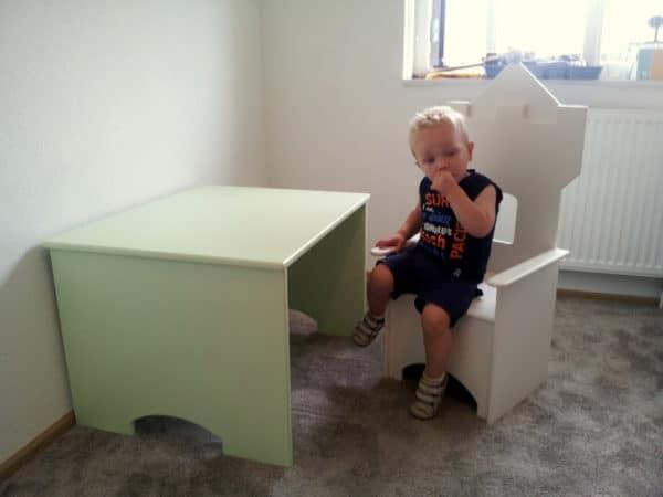 Kinderstoel kasteel met tafeltje