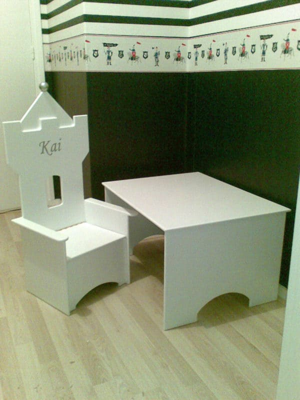 #2 kinderstoeltje wit met kindertafeltje